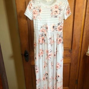 Maxi Dress with pockets size Large